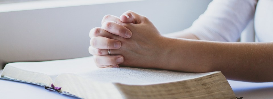 prayer-hands-bible
